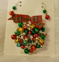 Holiday-Pendant-with-Earrings